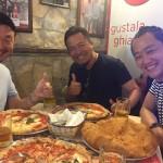 ナポリでピザを食べてる時も